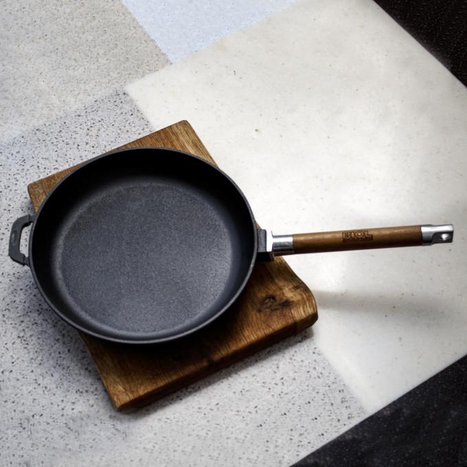 Сковорода чугунная 280х45 деревянная ручка БИОЛ