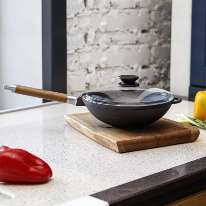 Сковорода WOK 240 с деревяннойручкой и стеклянной крышкой Биол